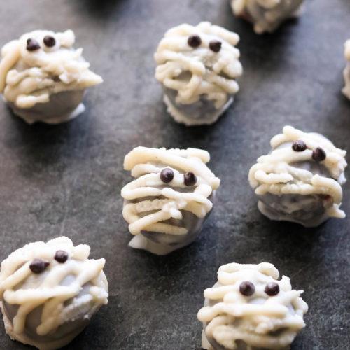No-Bake Halloween Mummy Cake Pops (Paleo, Vegan)