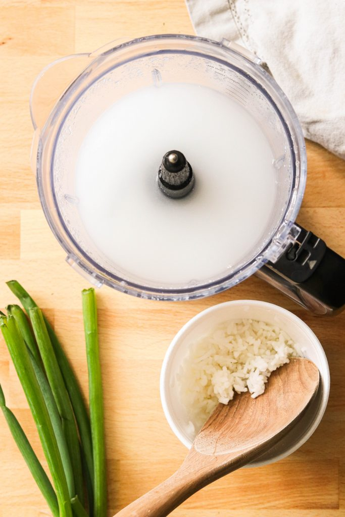 The making of leftover rice congee: blended rice and water